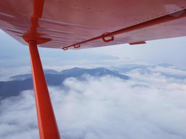 Schwarzwald in Wolken aus der Aeroprakt